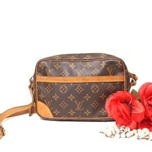 Auth Louis Vuitton Trocadero 27 Crossbody Bag